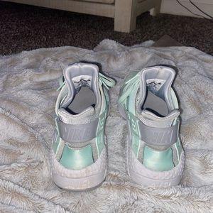 Like blue Nike huraraces